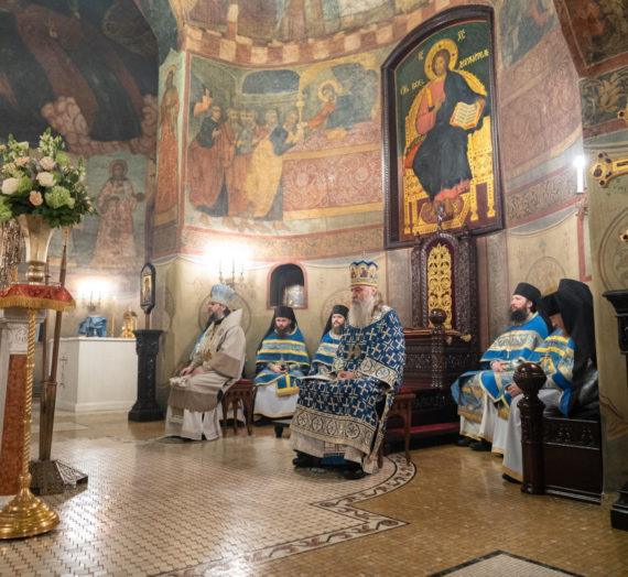 В Сретенском монастыре состоялось архиерейское богослужение.