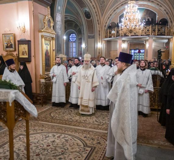 Архиепископ Феогност передал настоятельнице Покровского монастыря Патриаршее поздравление по случаю 25-летия игуменства.