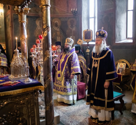 В Троице-Сергиевой лавре состоялось архиерейское богослужение.