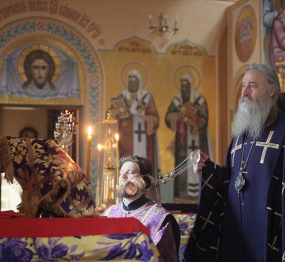 Архиепископ Феогност возглавил Литургию Преждеосвященных Даров на Московском подворье Троице-Сергиевой лавры.