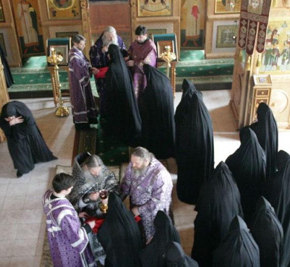 Архиепископ Феогност совершил Литургию Преждеосвященных Даров в Шамординской обители.