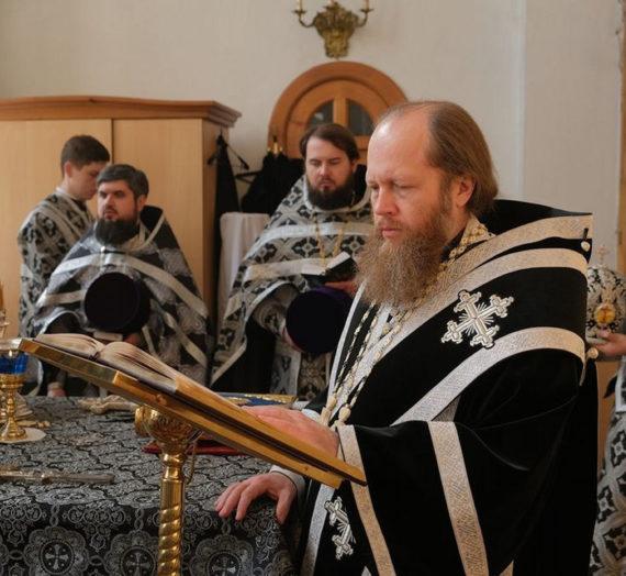 Митрополит Савва отслужил Литургию Преждеосвященных Даров в Казанском монастыре г. Вышнего Волочка.