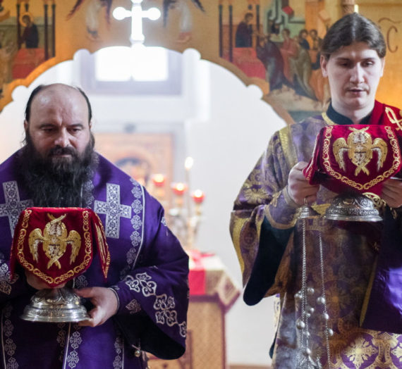 В Троице-Сергиевой лавре состоялись богослужения Великого Четверга.