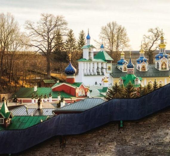 Монастыри Псковской епархии организовали поддержку пожилым жителям по всей области.