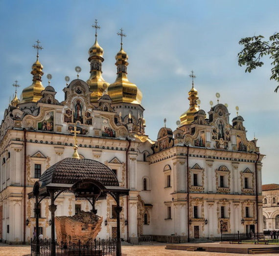 Киево-Печерская лавра закрыта для паломников из-за карантина по коронавирусу.