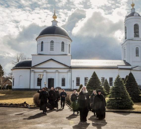 Архиепископ Феогност совершил Литургию Преждеосвященных Даров в Стефано-Махрищском монастыре.