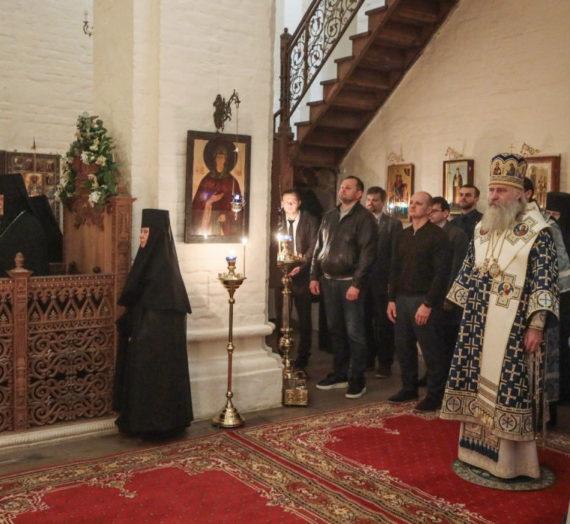 Архиепископ Феогност возглавил ночную Литургию в Богородице-Рождественском монастыре.