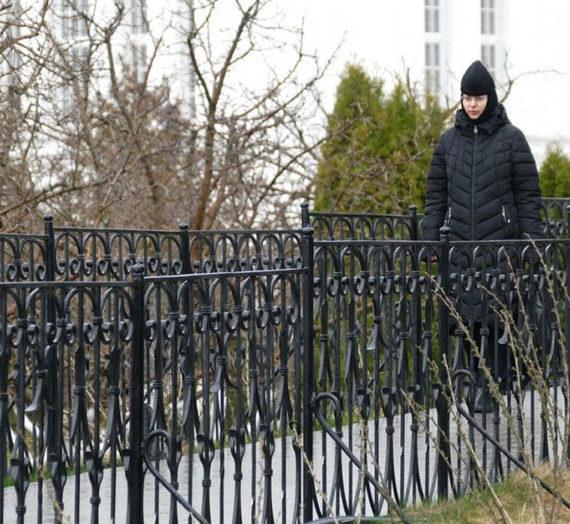 На св. Канавке Дивеевского монастыря осуществляется неусыпаемое чтение Богородичной молитвы.