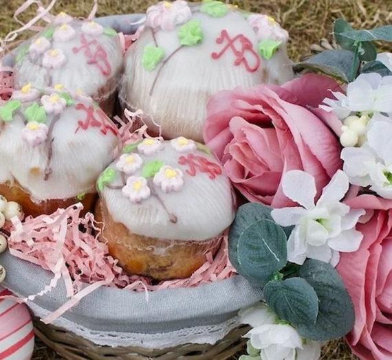 Ново-Тихвинский монастырь Екатеринбурга запустил доставку пасхальных изделий на дом.