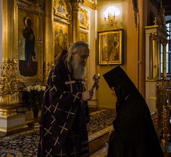 Архиепископ Феогност возглавил в Покровском монастыре празднование 25-летия монашеского пострига настоятельницы обители.