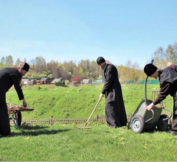 В монастырях открылся посадочный сезон.