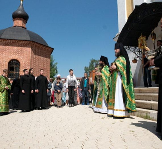 День Святой Живоначальной Троицы – престольный праздник Троицкого храма.