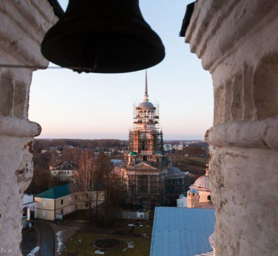 Завершение первого этапа реконструкции Надвратной колокольни с церковью Спаса Нерукотворного Образа в Новоторжском Борисоглебском монастыре