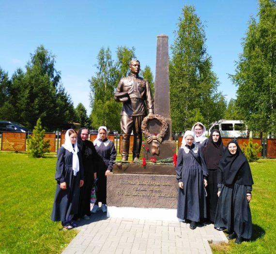 Сестры и воспитанницы Оршина монастыря приняли участие в захоронении воинов, погибших подо Ржевом в 1942 году